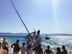 There seems to be no hope for this beached sailboat